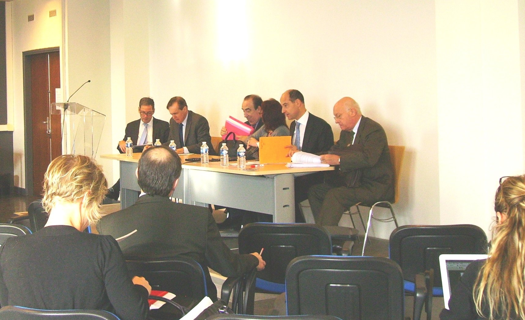FIDES organise des conférences et des colloques